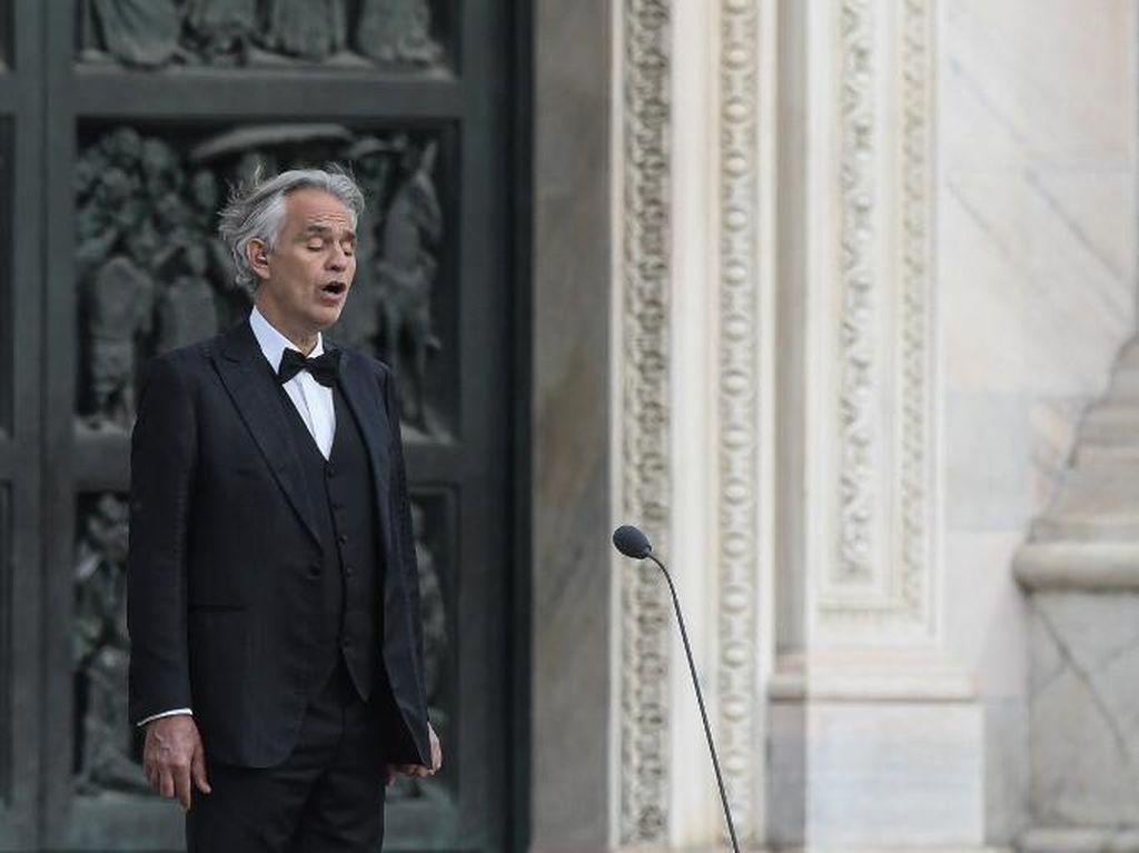Nyanyian Merdu Andrea Bocelli dari Gereja Kosong di Milan
