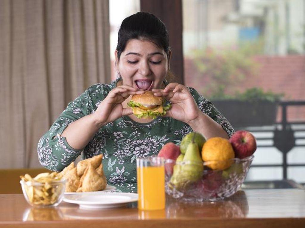 5 Kebiasan Makan yang Harus Dihindari Saat di Rumah agar Tubuh Tak Melar