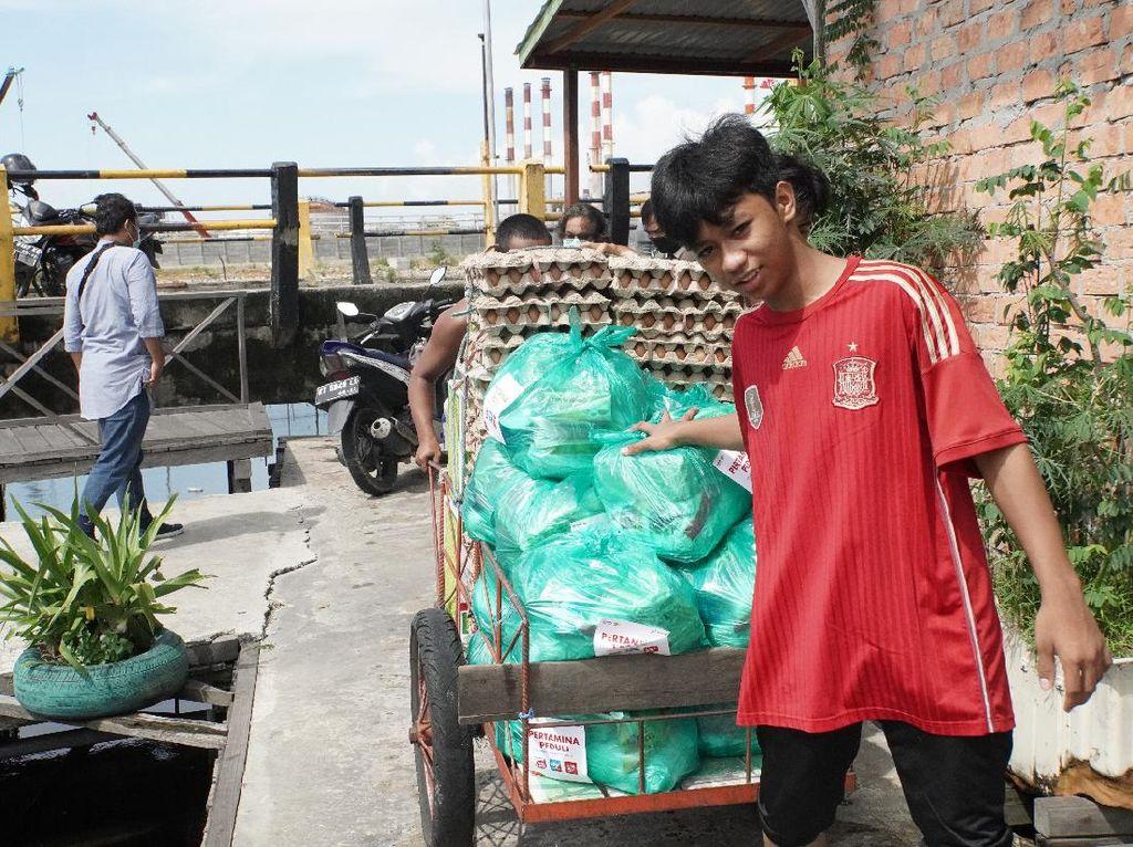 Jelang Ramadan, Pertamina Donasi 25 Paket Sembako di Balikpapan