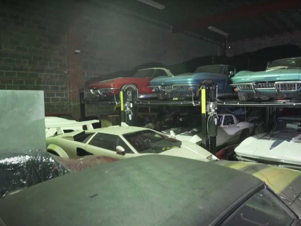 Garasi Ini Sembunyikan Ratusan Mobil Antik