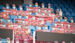 Penonton Kardus Meriahkan Stadion