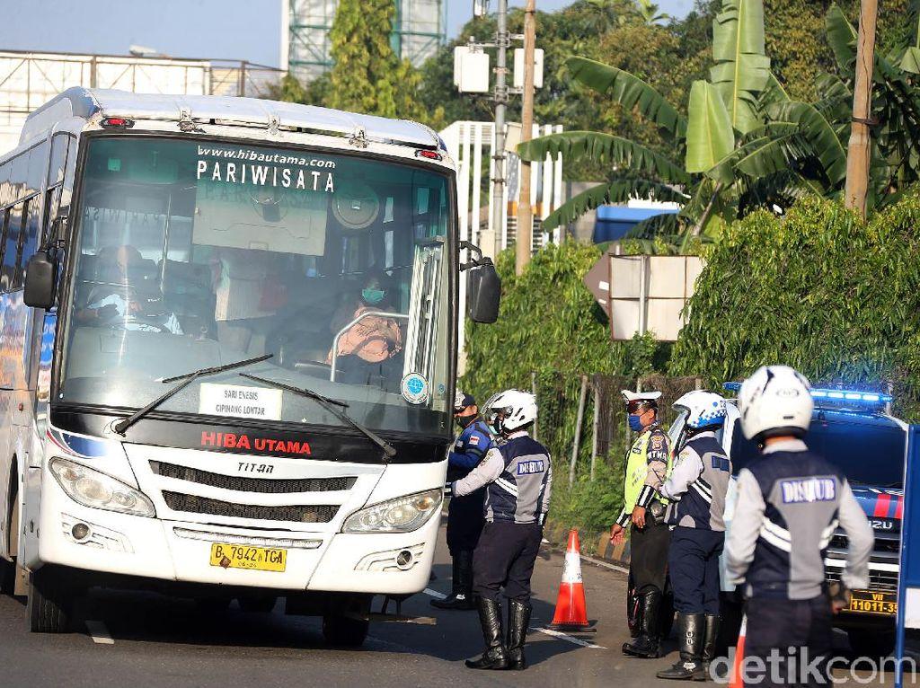 Ada Larangan Mudik, Bus AKAP Putar Balik di Perbatasan Bekasi