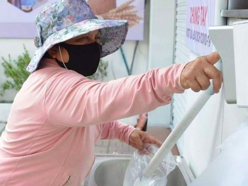 ATM Beras Bantu Warga Miskin Vietnam Saat Pandemi Corona