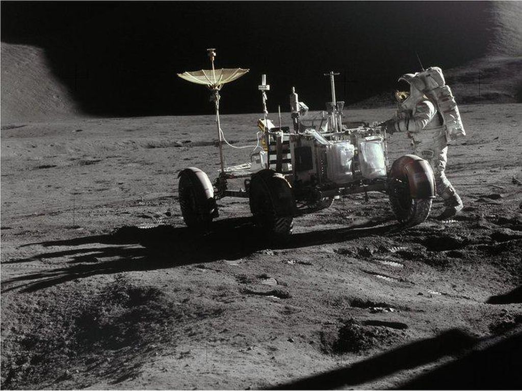 Belajar Mengisolasi Diri dari Pengalaman Para Astronaut