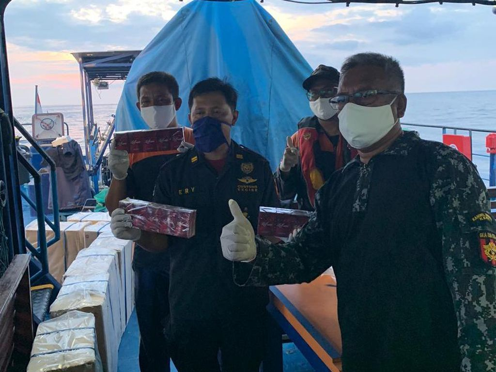 Kapal Misterius Diamankan di Aceh: Nakhoda-ABK Tak Ada, Isinya Rokok Rp 10 M