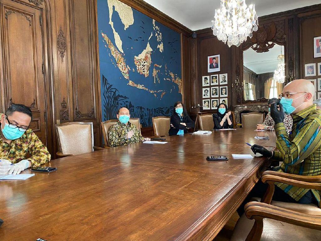 KBRI Paris Koordinasi Bantuan dari Luar Prancis untuk Suplai APD ke WNI