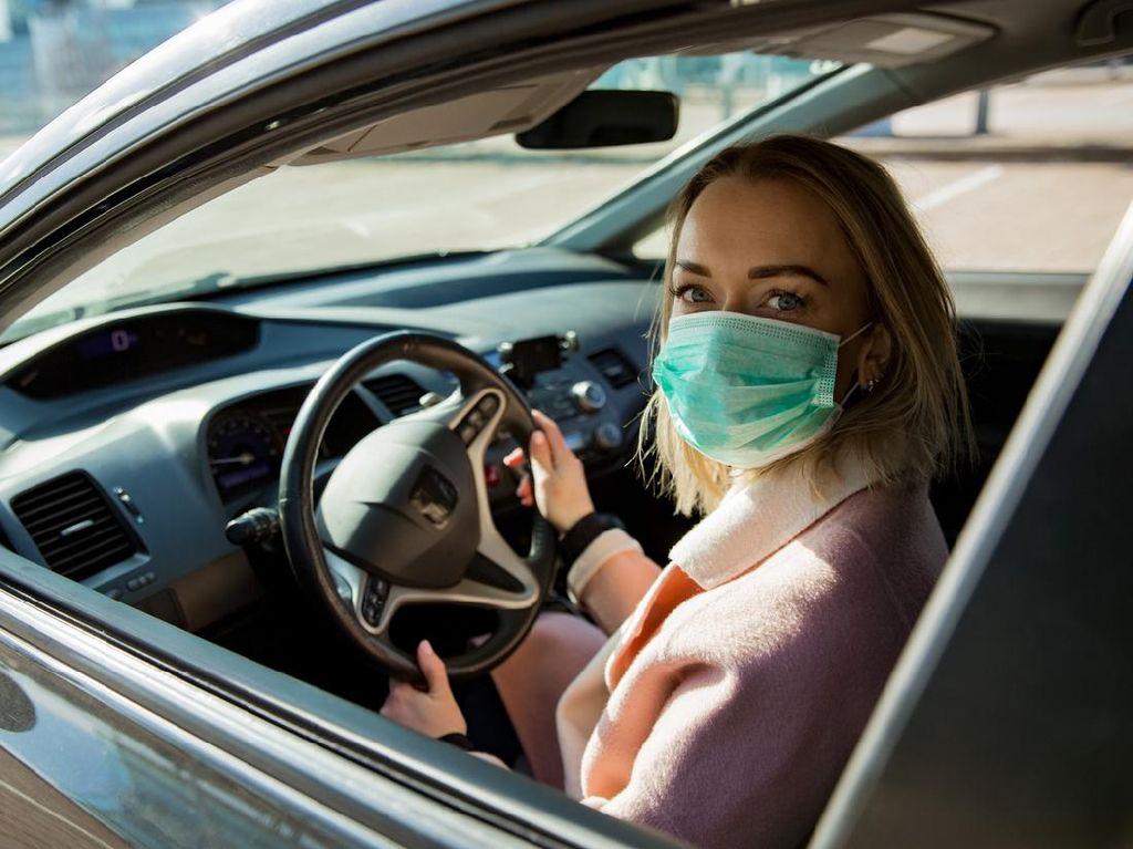 Perlukah Pakai Masker Saat Naik Mobil Pribadi? Ini Penjelasan Pakar