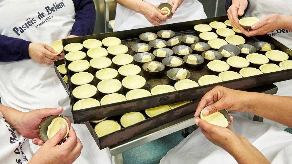 Melihat Proses Pembuatan Egg Tart Berusia 183 Tahun di Portugal