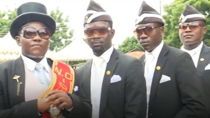 Tukang angkat peti mati Ghana