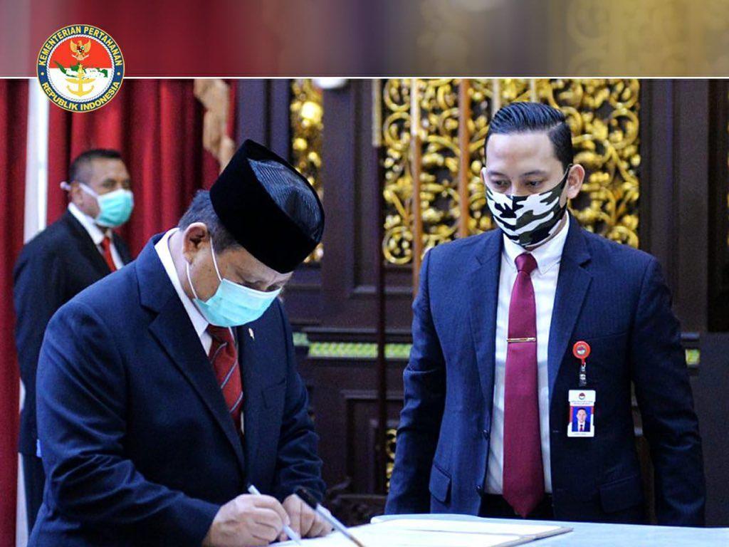 Prabowo Lantik Rektor Unhan Pakai Protap Pencegahan Corona