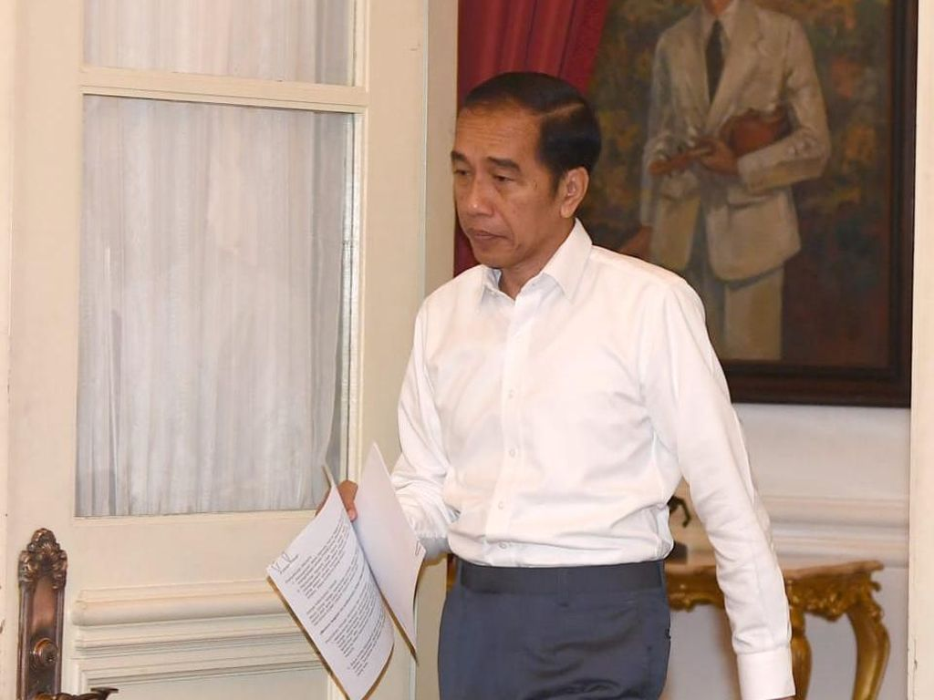 Begini Strategi Jokowi Bendung Badai PHK di Sektor Riil