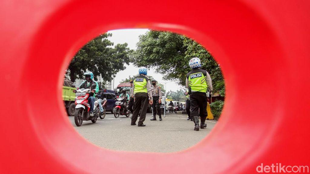 Suasana PSBB Hari ke-5 di Jakarta Barat