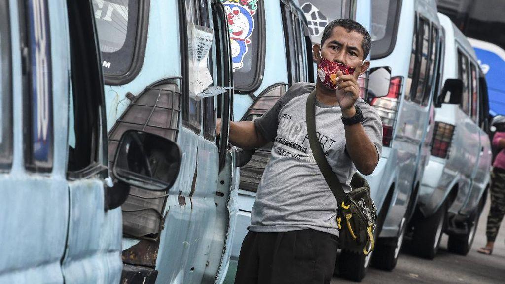 Sopir Angkot Jakarta Mengais Rejeki di Tengah Pandemi