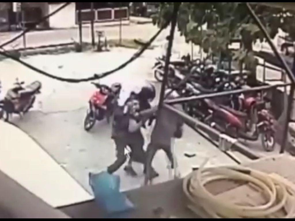 Video: Dua Pelaku Penembak Polisi di Poso DPO MIT Tewas Didor