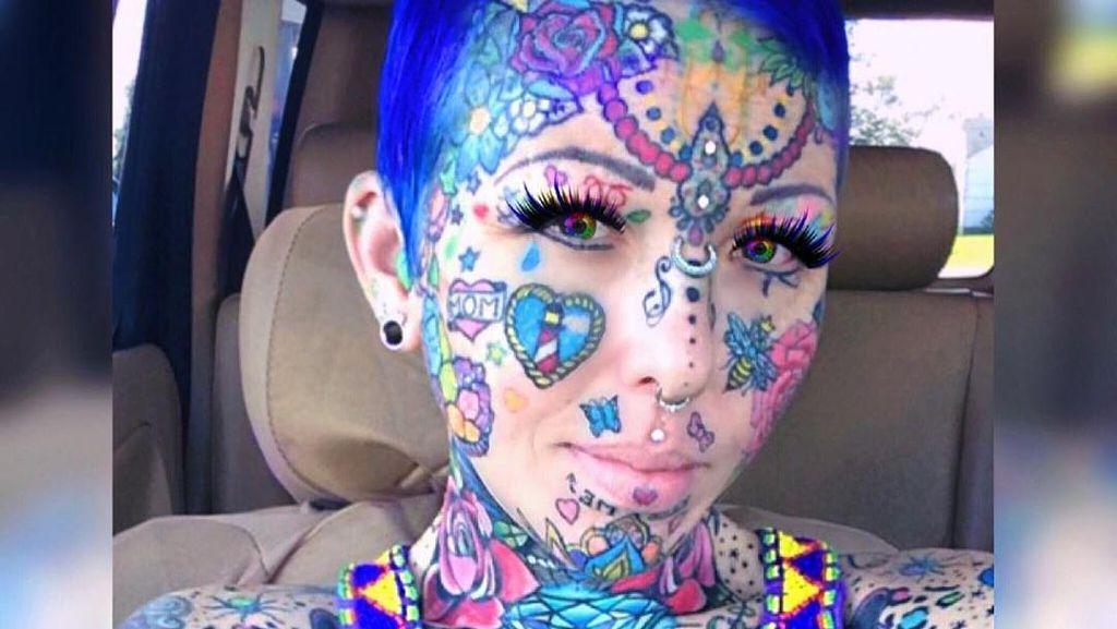 Potret Wanita yang Punya Ratusan Tato di Wajah dan Tubuh, Seram atau Unik?