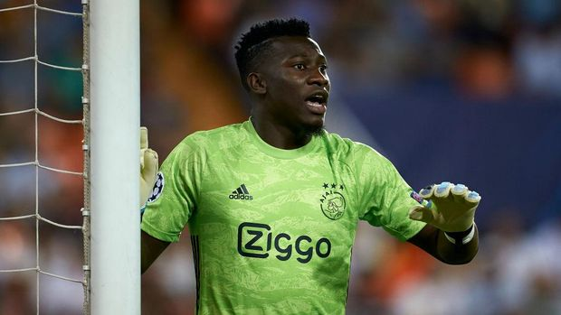 VALENCIA, SPAIN - OCTOBER 02: Andre Onana of Ajax in action during the UEFA Champions League group H match between Valencia CF and AFC Ajax at Estadio Mestalla on October 02, 2019 in Valencia, Spain. (Photo by Manuel Queimadelos Alonso/Getty Images)