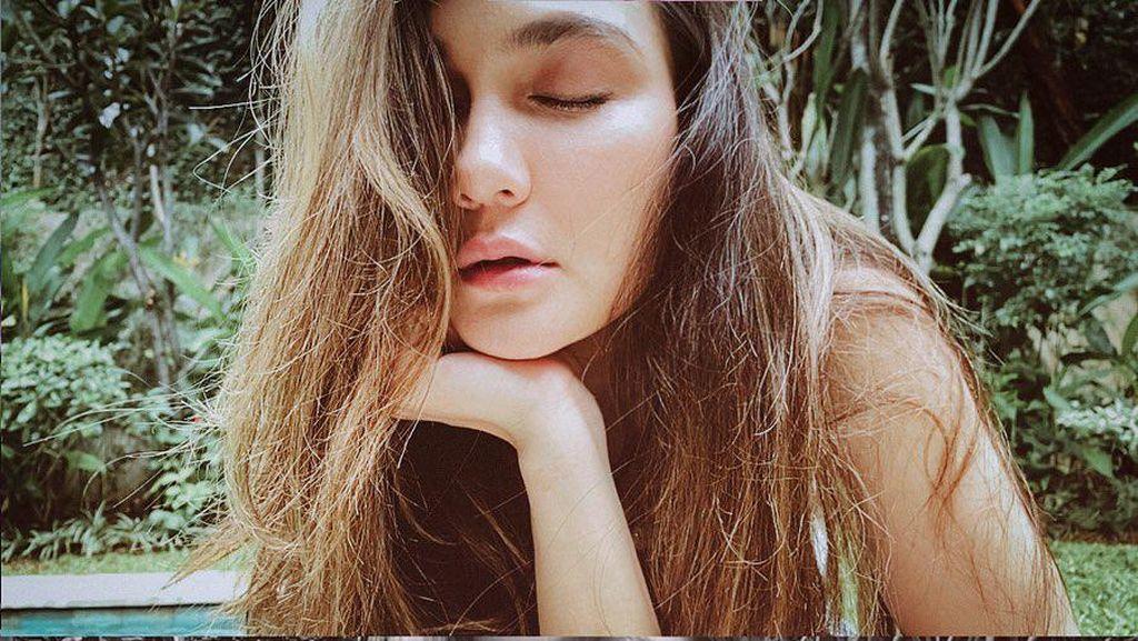 Foto: Kecantikan Luna Maya saat Pemotretan Virtual #dirumahaja