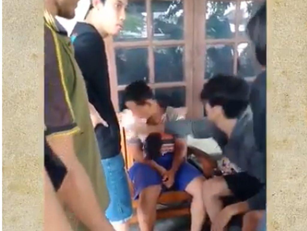Viral Video ABG Pencuri Celana Dalam Dirundung Warga di Karanganyar