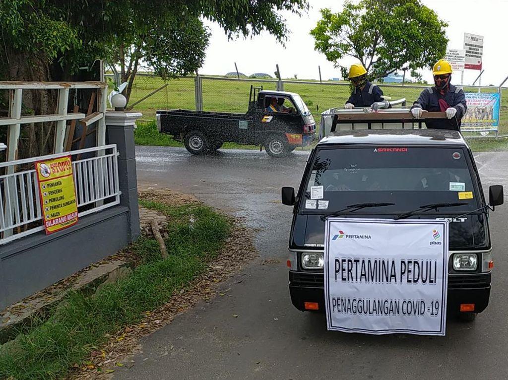 Pertamina Semprot Ribuan Liter Disinfektan di 17 Desa Kabupaten Tuban