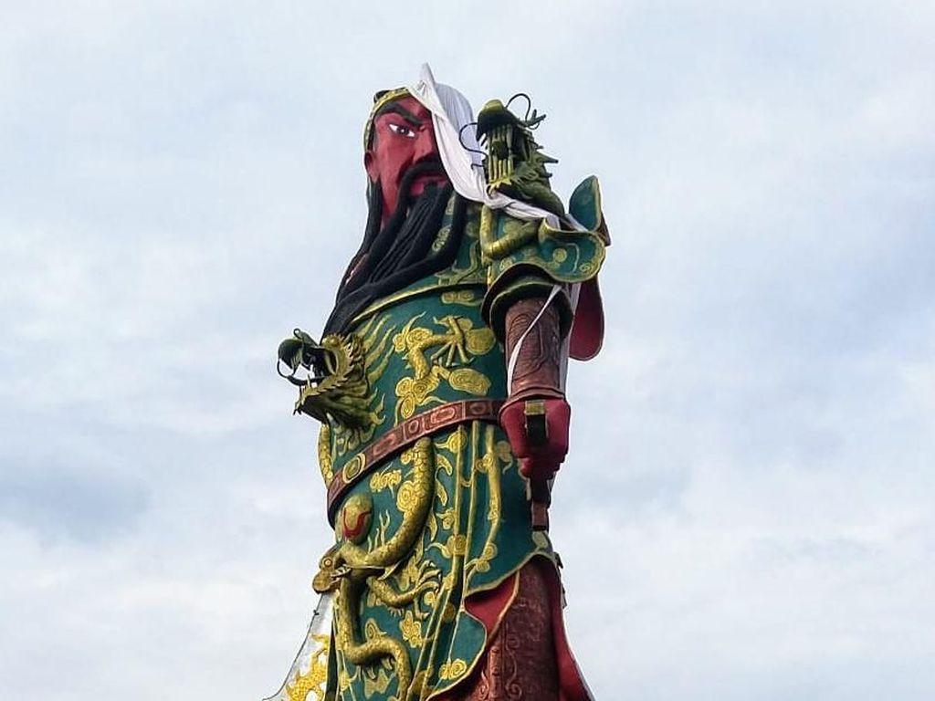 Video Runtuhnya Patung Dewa Setinggi 30 Meter di Tuban