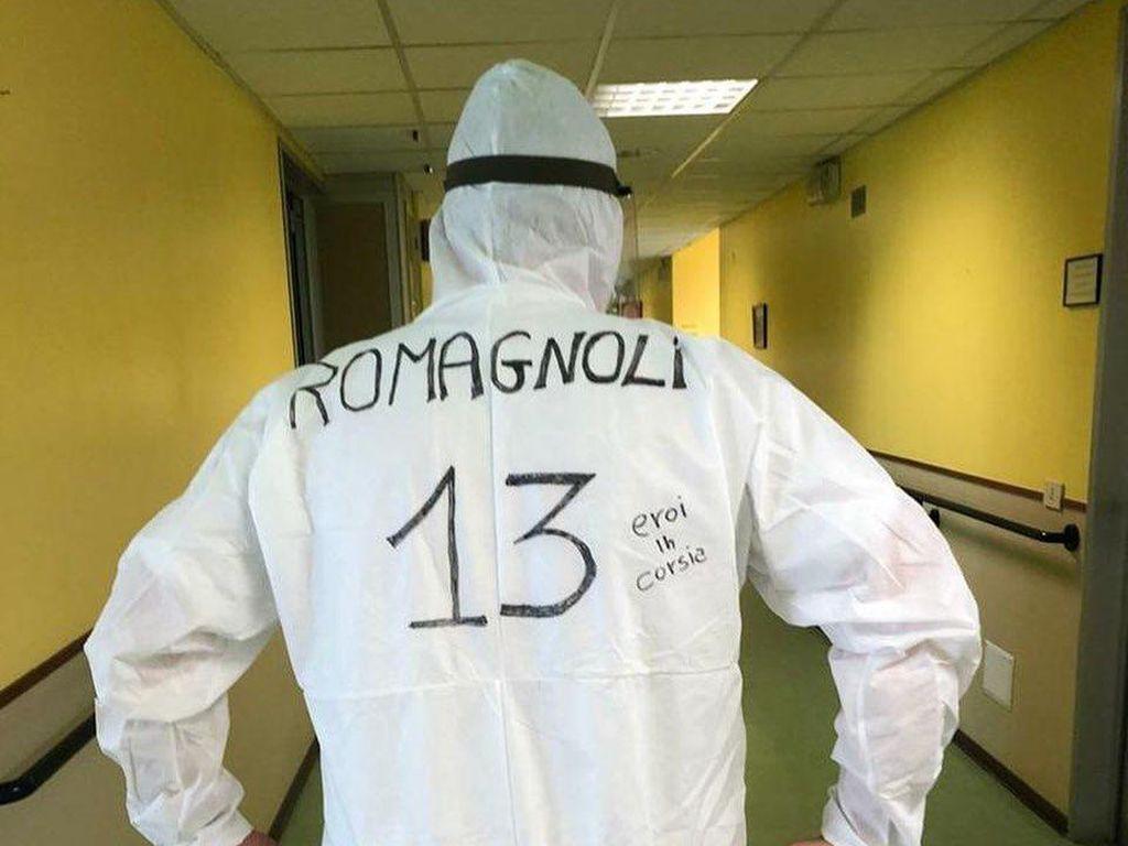 Kisah APD Nomor Punggung Pesepakbola Idola dari Tenaga Medis Italia