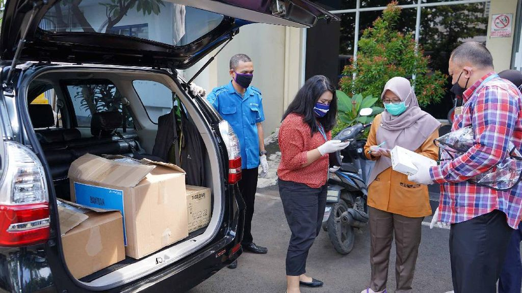 Penyaluran APD untuk Tenaga Medis terus Mengalir