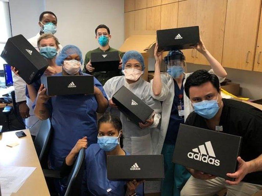 Adidas Beri Sneakers Gratis Bagi Tenaga Medis
