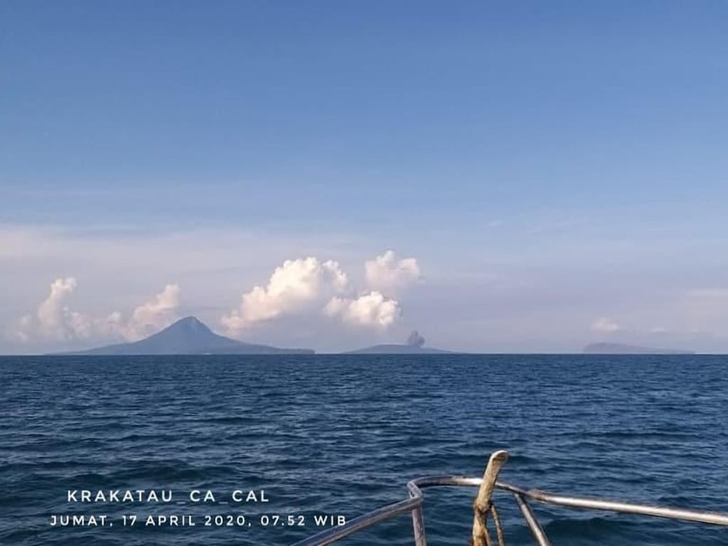 Gunung Anak Krakatau Erupsi Pagi Tadi, Tak Terdengar Suara Dentuman