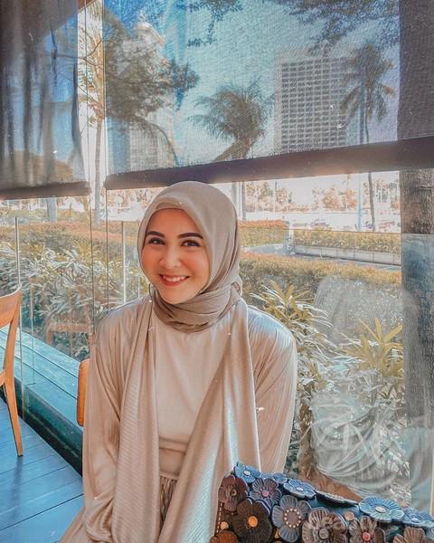 Biar Terlihat Tirus Ini Cara Memakai Hijab Yang Cocok Untuk Wajah Bulat