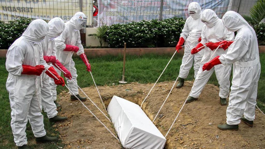 Intip Simulasi Pemakaman Jenazah Pasien Corona
