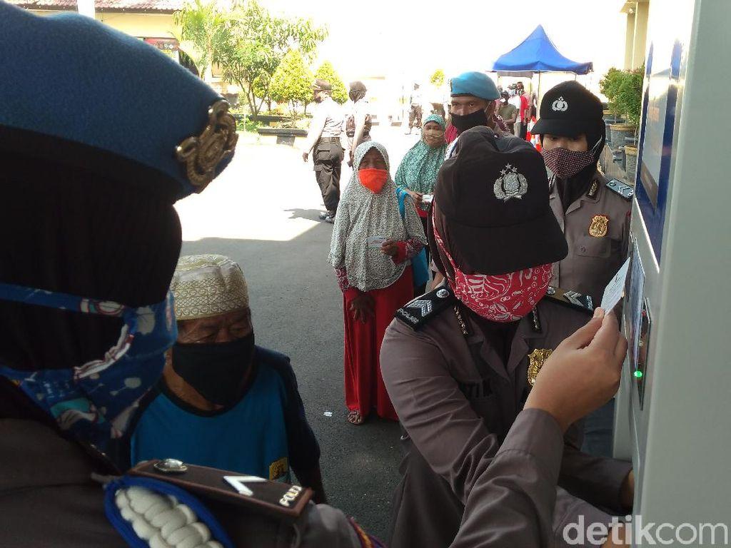 ATM Beras di Cirebon Disiapkan untuk Warga Terdampak Corona