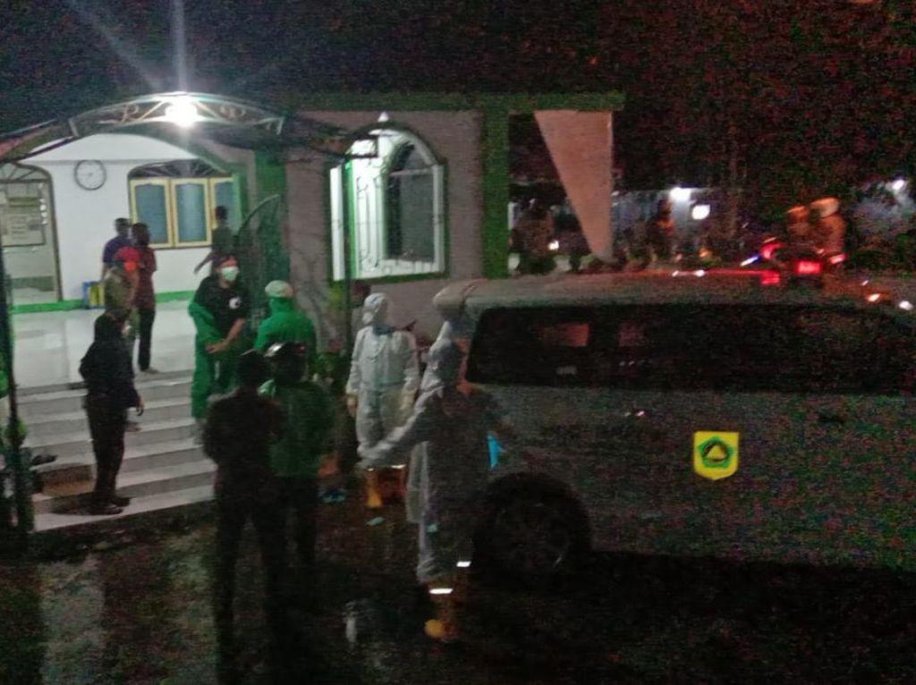 Pria di Bogor Meninggal Saat Salat Jumat, Dievakuasi Pakai Protap Corona