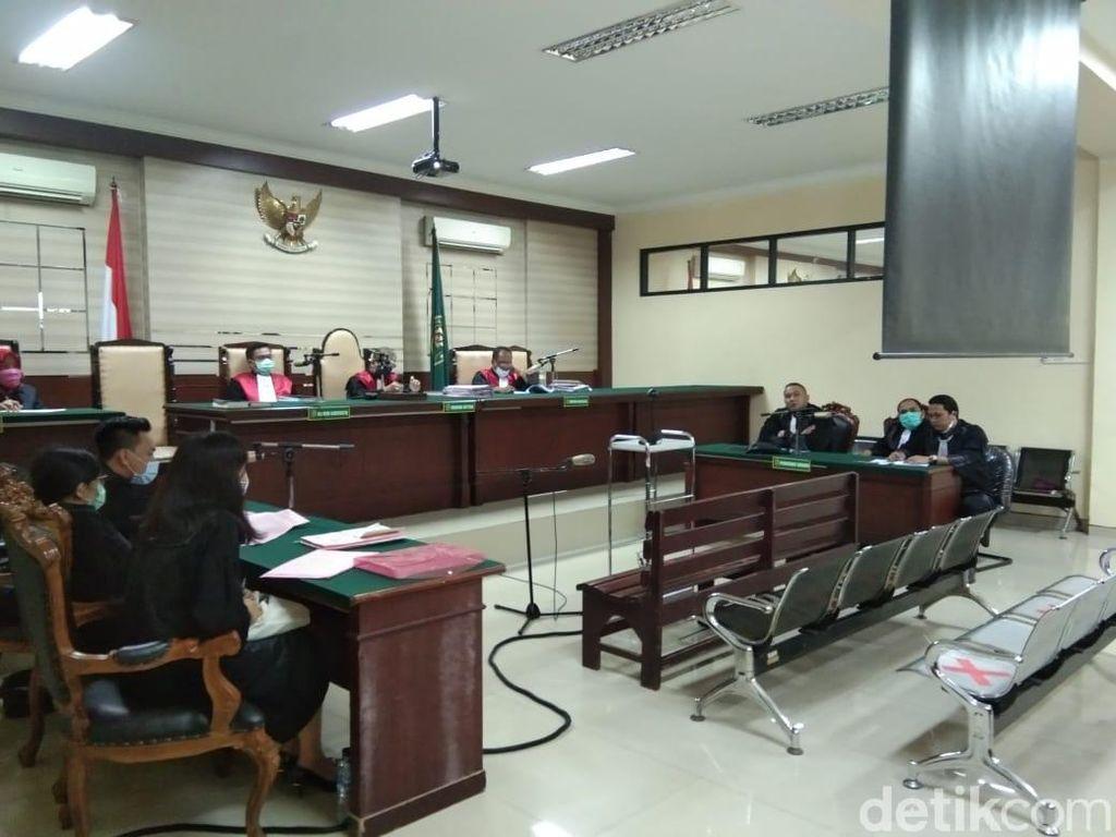 Korupsi Jasmas Rp 5 M, Dua Eks Anggota DPRD Surabaya Divonis 18 Bulan Penjara