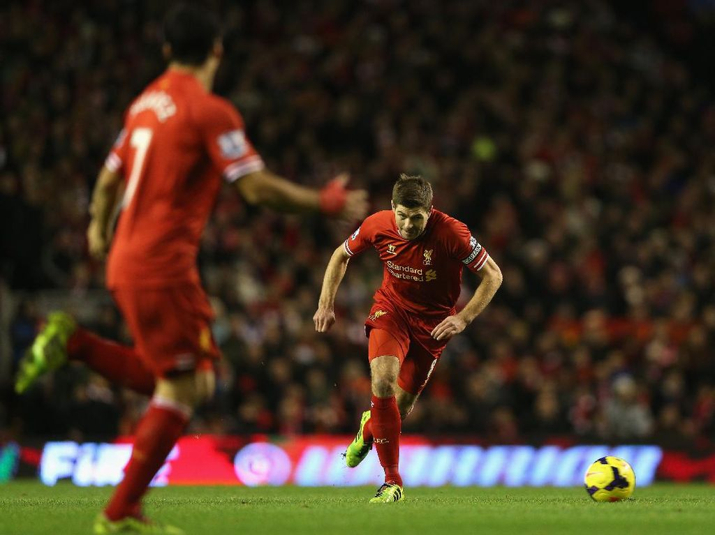 Steven Gerrard Lebih Senang Main Bareng Owen, Torres atau Suarez?