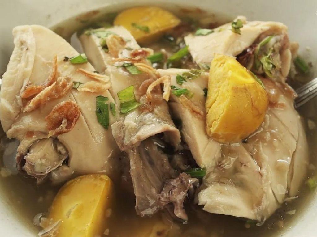 Sop Ayam Pak Min Sediakan 15 Topping untuk Kepuasan Pelanggan