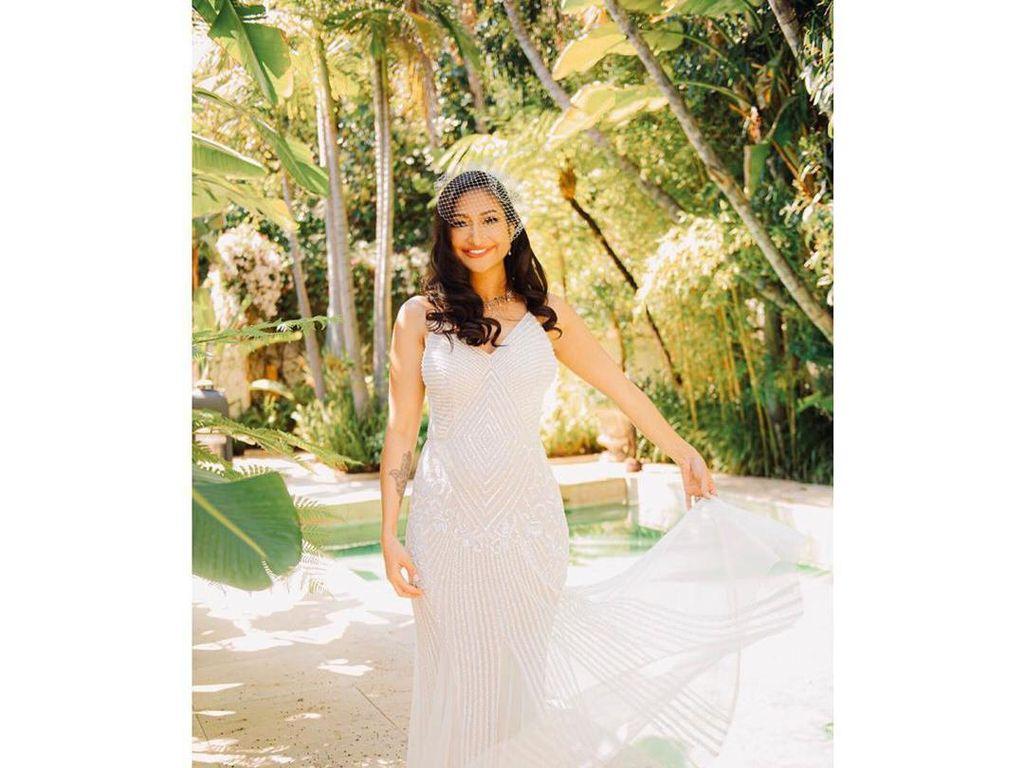Foto: Gaya Rahma Azhari Bergaun Pengantin Putih Saat Menikah Kedua Kali