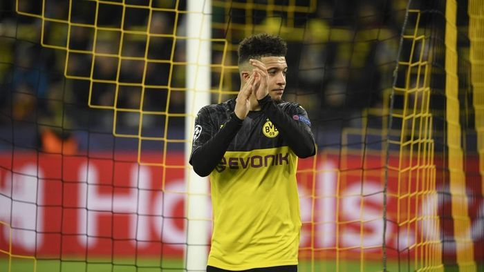 Dortmunds English midfielder Jadon Sancho applauds as he leaves the pitch after the UEFA Champions League Last 16, first-leg football match BVB Borussia Dortmund v Paris Saint-Germain (PSG) in Dortmund, western Germany, on February 18, 2020. (Photo by Ina Fassbender / AFP)