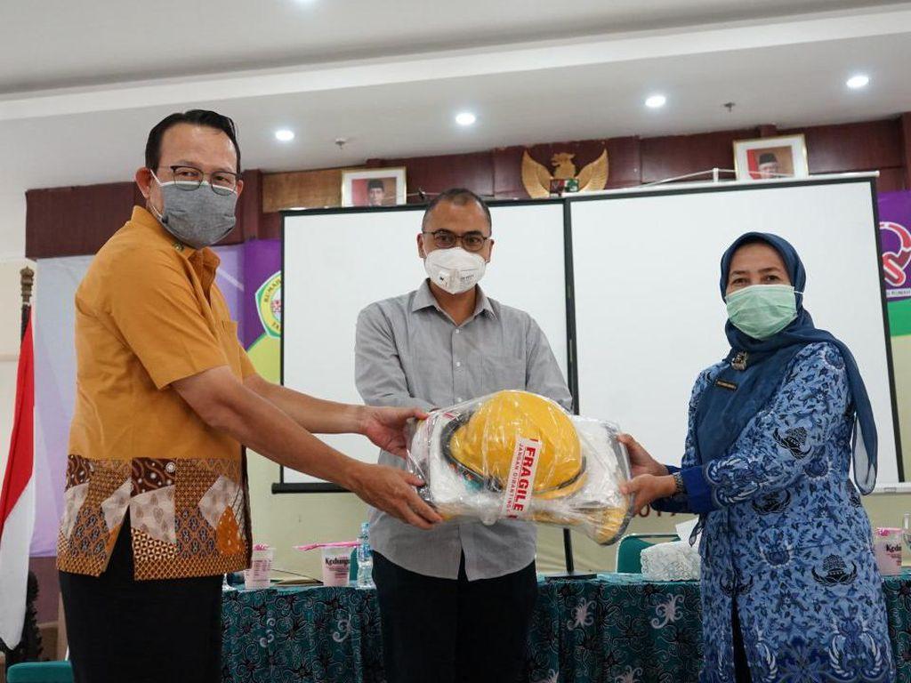 Dukung Tenaga Medis, BPJS Kesehatan Berikan APD ke RSUD Tangerang