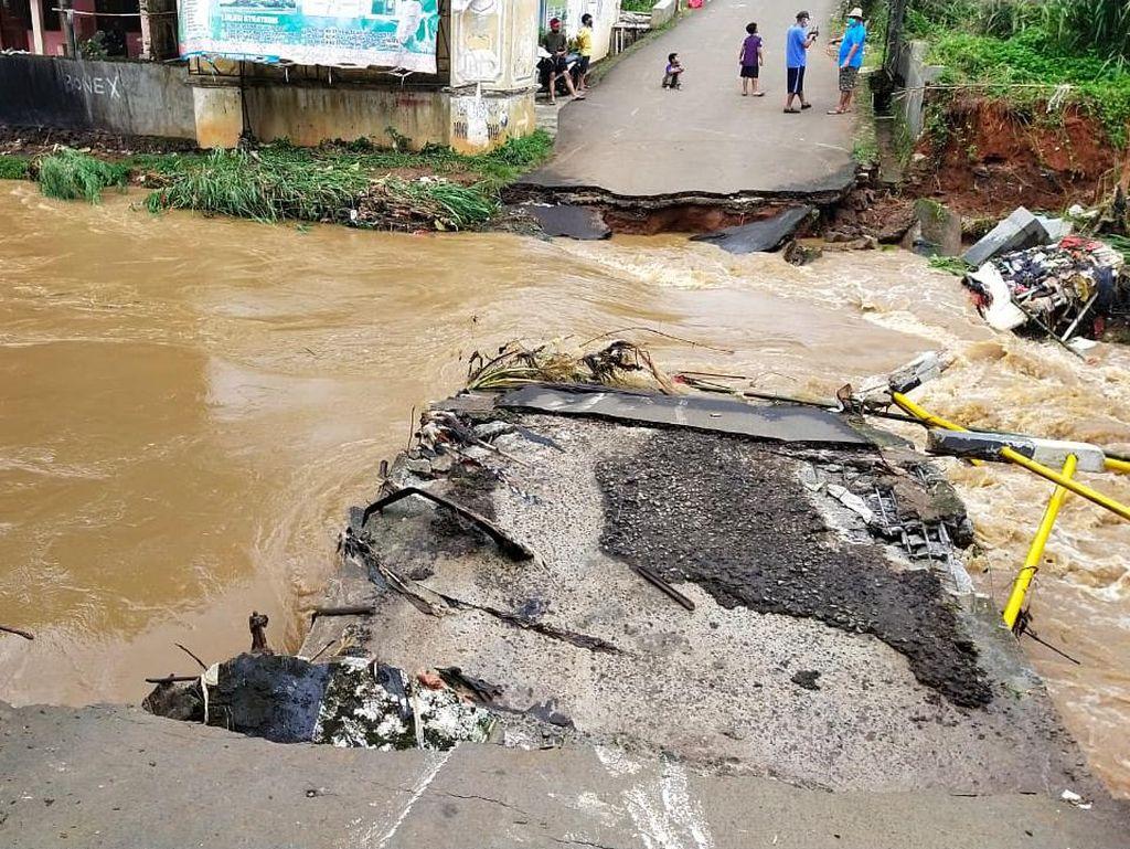 Jembatan di Pamulang Tangsel Roboh, Akses Jalan Terputus
