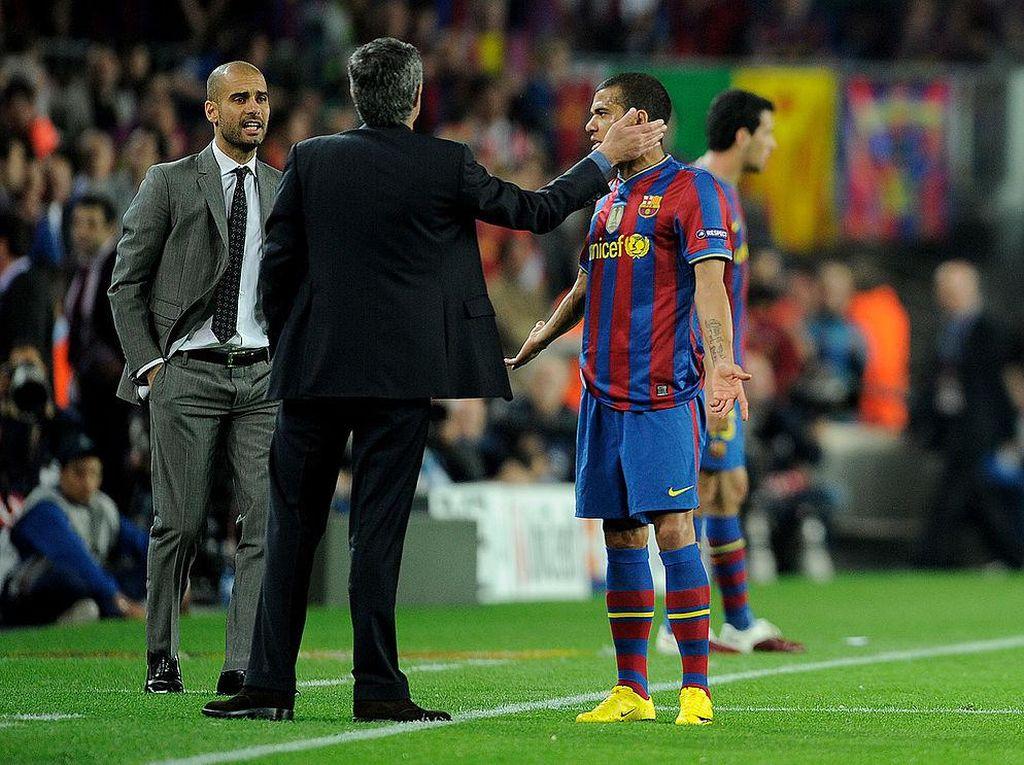 Dani Alves: Hubunganku dengan Jose Mourinho Memang Buruk