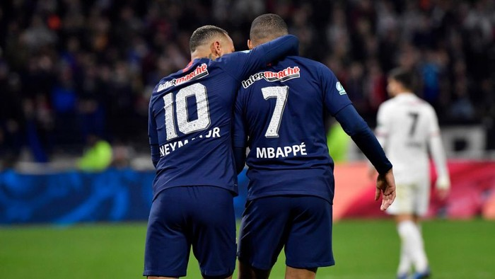 Paris Saint-Germains Brazilian forward Neymar (L) celebrates with Paris Saint-Germains French forward Kylian Mbappe after scoring a penalty kick during the French Cup semi-final football match between Olympique Lyonnais (OL) and Paris Saint-Germain (PSG) at the Groupama Stadium in Decines-Charpieu, centraleastern France, on March 4, 2020. (Photo by Philippe DESMAZES / AFP)