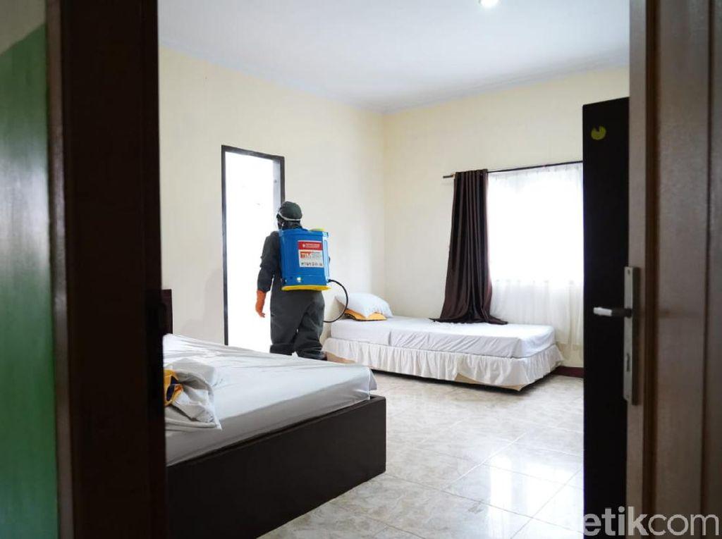 Cegah Corona, Hotel untuk Tim Medis-LP Anak di Makassar Disemprot Disinfektan