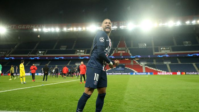 PARIS, FRANCE - MARCH 11: (FREE FOR EDITORIAL USE) In this handout image provided by UEFA, Neymar of Paris Saint-Germain celebrates victory after the UEFA Champions League round of 16 second leg match between Paris Saint-Germain and Borussia Dortmund at Parc des Princes on March 11, 2020 in Paris, France. The match is played behind closed doors as a precaution against the spread of COVID-19 (Coronavirus).  (Photo by UEFA - Handout/UEFA via Getty Images)