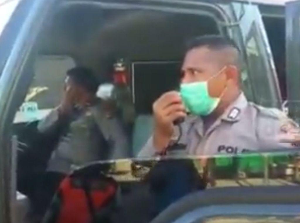 Polisi Ancam Hukuman Rotan Bagi Warga yang Berkeliaran di Sentani