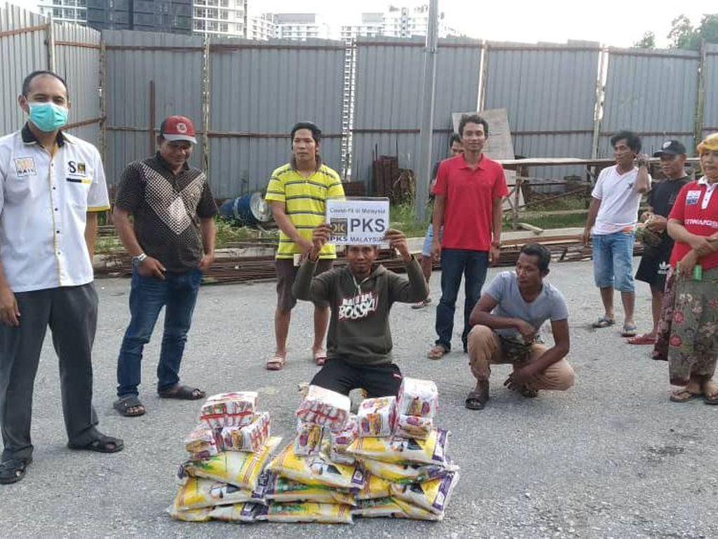HNW Sumbang Bantuan buat TKI Terisolasi di Pedalaman Malaysia