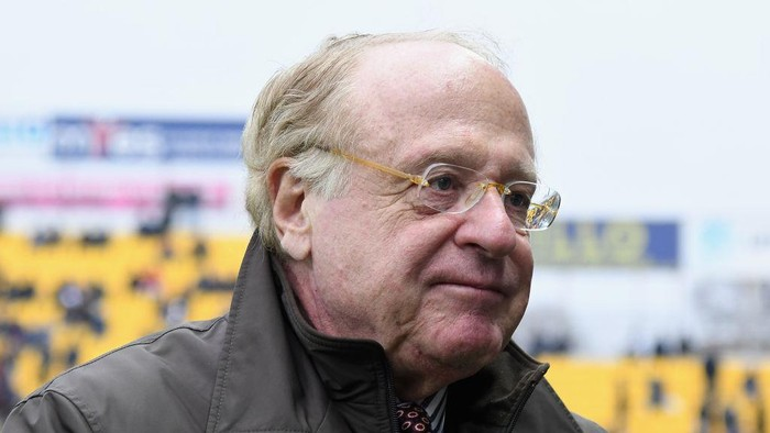 PARMA, ITALY - DECEMBER 01:  Paolo Scaroni President of AC Milan looks on during the Serie A match between Parma Calcio and AC Milan at Stadio Ennio Tardini on December 1, 2019 in Parma, Italy.  (Photo by Alessandro Sabattini/Getty Images)