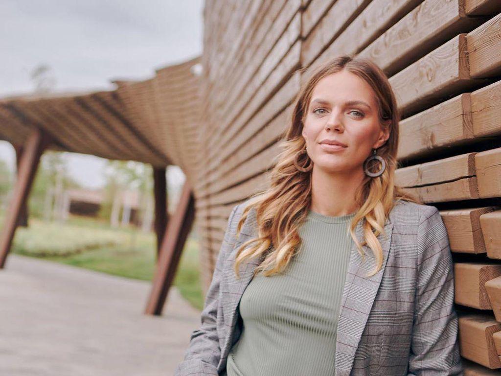 Perenang Cantik Rusia Ini Bagi Cara Latihan Saat di Rumah Saja