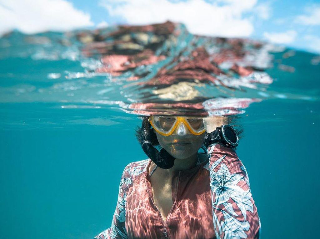 Penakluk Ombak dengan Segudang Prestasi, Kartini di Dunia Surfing