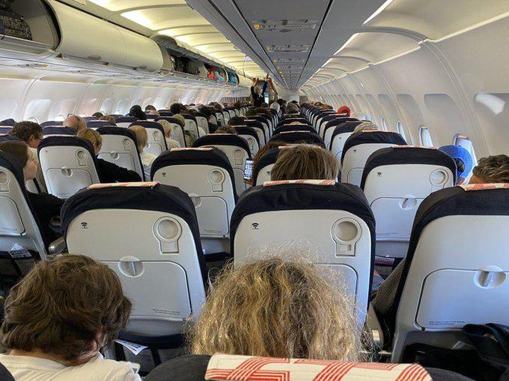 Angkut Banyak Penumpang, Pesawat Ini Langgar #jagajarakdulu