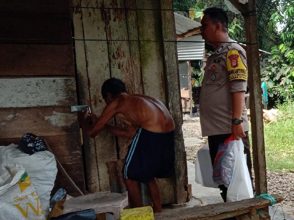 Viral Anggota Polres Palopo Bantu Kakek Pemulung Sebatang Kara
